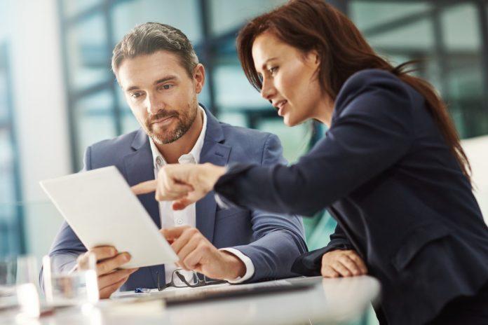 El trabajo de Asesor financiero permite revisar las finanzas personales