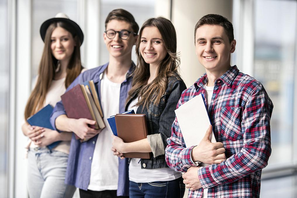 Estudiantes de regreso a la preparatoria